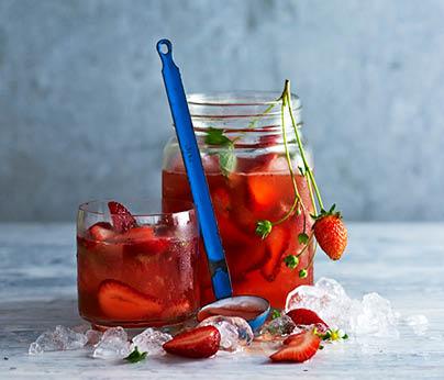 CH4872_Charter Hall_National_Recipes Spring 2019_WebTiles_FA_Strawberry & Basil Sunshine Iced Tea_404x346